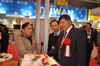Vietnam Ambassador in Japan participated Booth Moocos